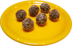 Raw energy balls with coconut